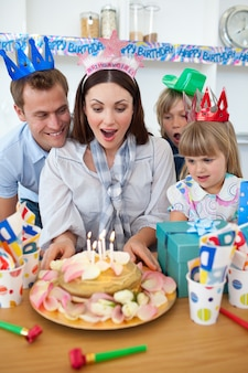 Jolie mère fête son anniversaire