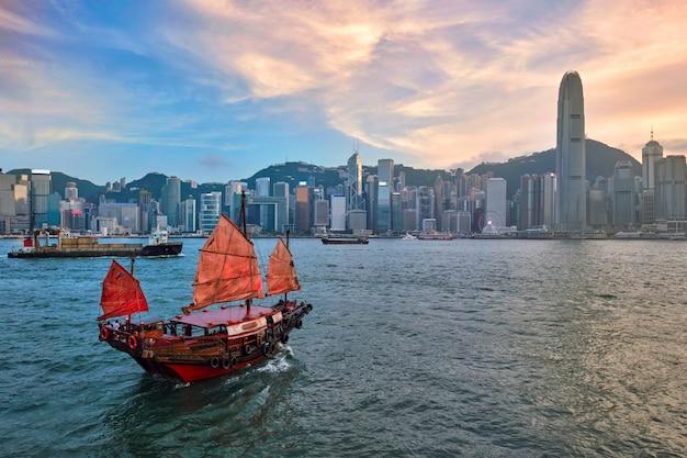 Jonque dans le port de hong kong victoria