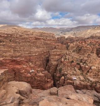 Jordanie, petra. vue sur les gorges du siq du haut