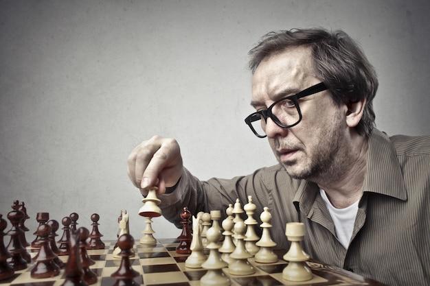 Jouer aux échecs seul