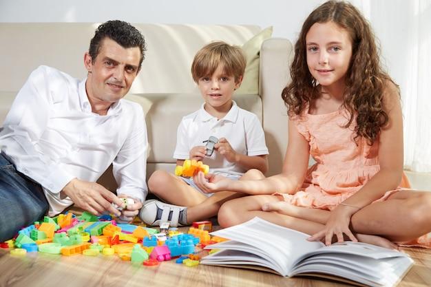 Jouer avec des enfants