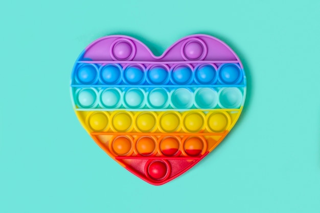 Jouet antistress pop it en silicone coloré à la mode en forme de cœur arc-en-ciel