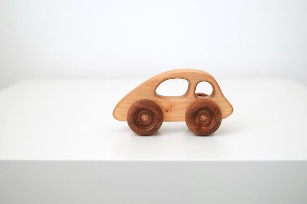 Jouet en bois pour enfants. machine à bois pour enfants.