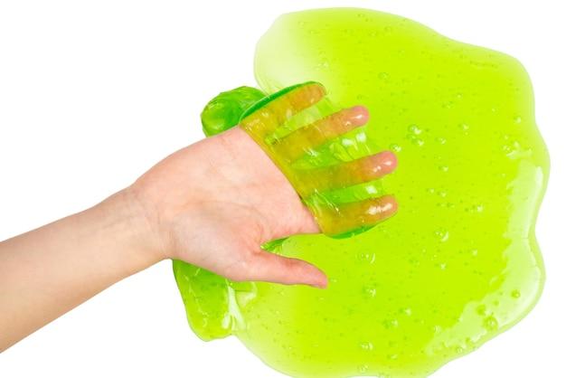 Jouet de boue verte dans la main de femme isolée sur blanc. vue de dessus.