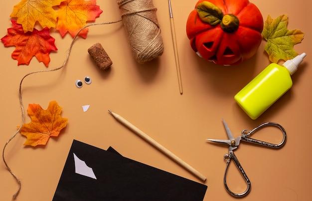 Jouet de chauve-souris halloween. projet artistique pour enfants, artisanat pour enfants. étape 1.