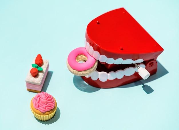 Jouet à dents qui claquent