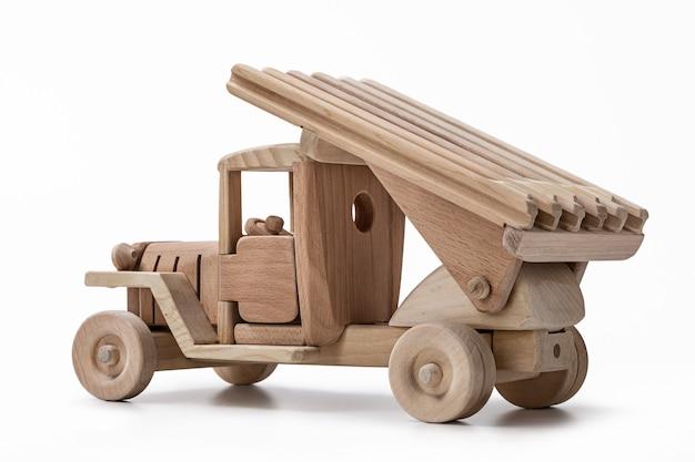 Jouet modèle en bois de voiture.