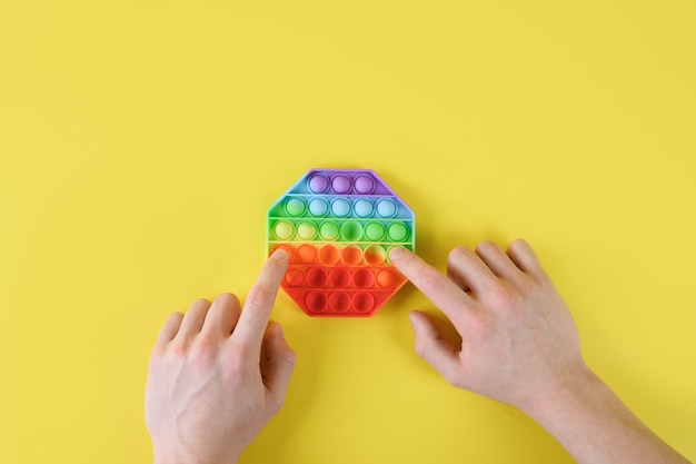 Jouet pop it anti-stress coloré en silicone amusant pour enfant