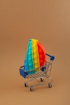Jouet pop-it anti-stress coloré en silicone populaire pour enfant dans le chariot d'épicerie push pop bubble