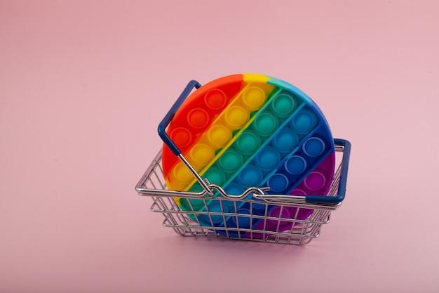 Jouet pop-it anti-stress coloré en silicone populaire pour enfant dans le panier