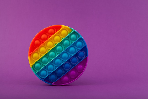 Jouet pop it fidget à la mode nouveau jouet pop it coloré anti-stress populaire de forme ronde fossette simple