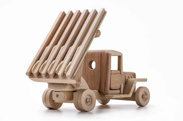 Les jouets en bois de jouet de combat automatique sont faits à la main.