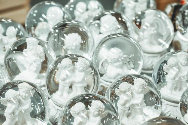 Jouets de noël en verre, boules de neige souvenirs