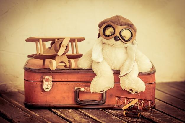 Jouets rétro. concept de voyage et d'aventure