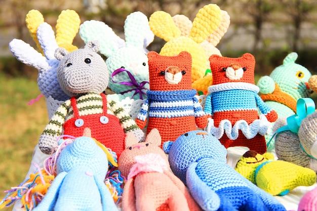 Jouets tricotés à la main