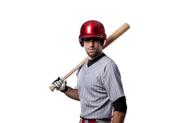 Joueur de baseball en uniforme rouge, sur fond blanc.