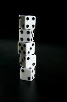 Joueur cinq dés