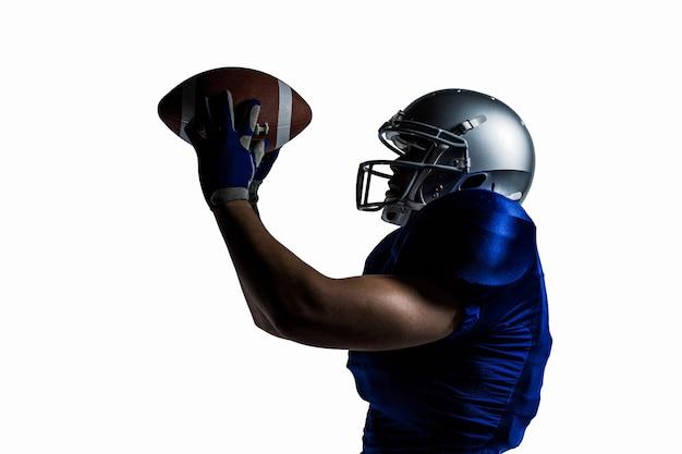 Joueur de football américain attraper la balle