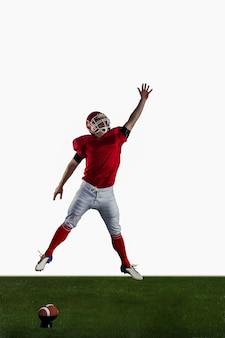 Joueur de football américain essayant d'attraper le football