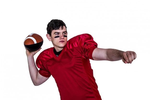 Joueur de football américain lancer une balle