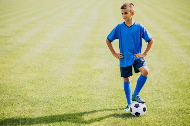 Joueur de football jouant sur le terrain