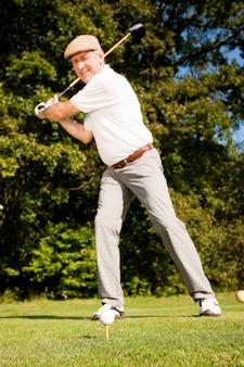 Joueur de golf senior