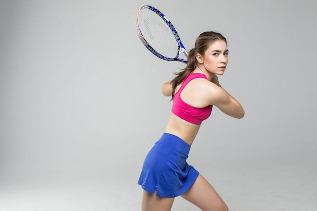 Joueur de tennis de belle fille avec une raquette