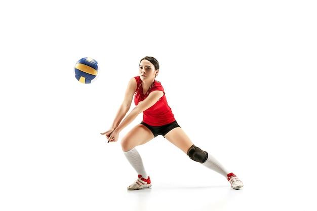 Joueur de volley-ball professionnel féminin isolé sur blanc avec ballon l'exercice de l'athlète