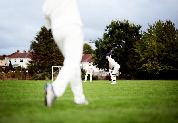 Joueurs de cricket prêts à jouer