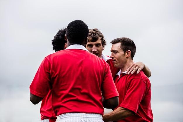 Les joueurs de rugby célébrant une victoire