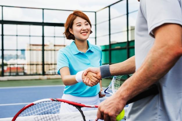 Joueurs de tennis à l'esprit sportif