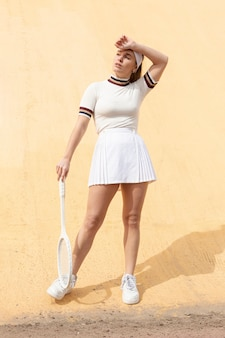 Joueuse de tennis long shot