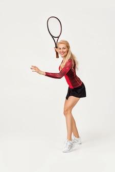 Joueuse de tennis avec raquette de tennis