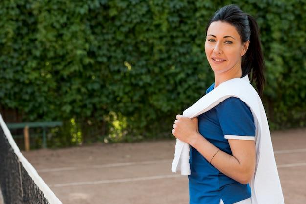 Joueuse de tennis avec sa serviette
