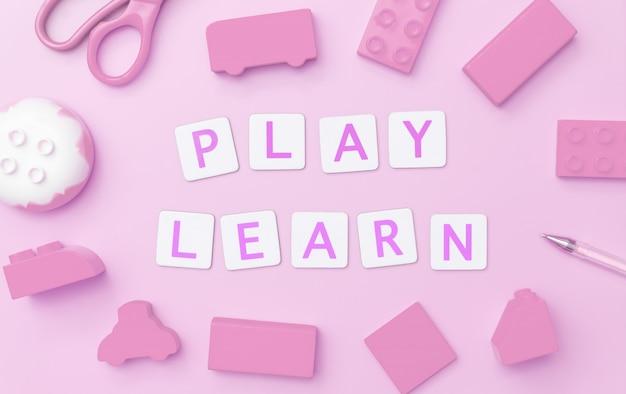 Jouez et apprenez avec des jouets et des objets pour le concept d'éducation des enfants