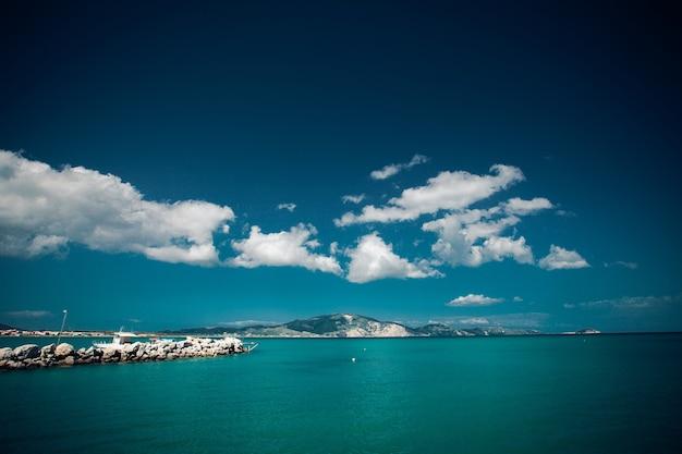 Jour d'été, grèce, île de zakynthos - mer, ciel, vacances.