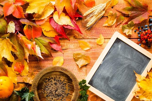 Jour de thanksgiving, feuilles d'automne fond