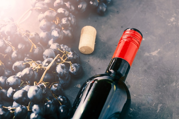 Jour de thanksgiving. vin et raisins, vue de dessus, gros plan