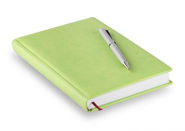 Journal avec couverture verte et stylo