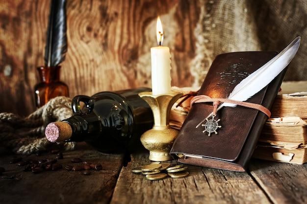 Journal intime et plume avec une bouteille de rhum