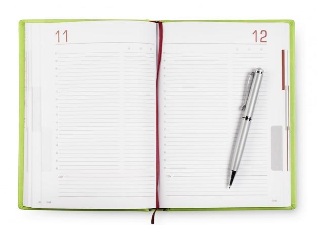 Journal vert ouvert avec stylo