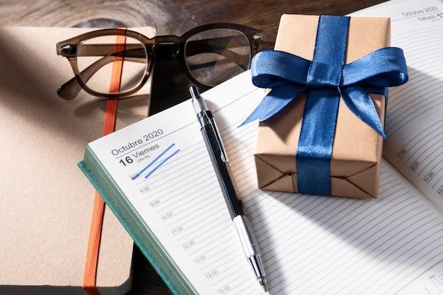 Journée de boss grand angle avec cadeau