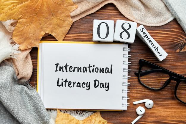 Journée internationale de l'alphabétisation du calendrier du mois d'automne septembre.