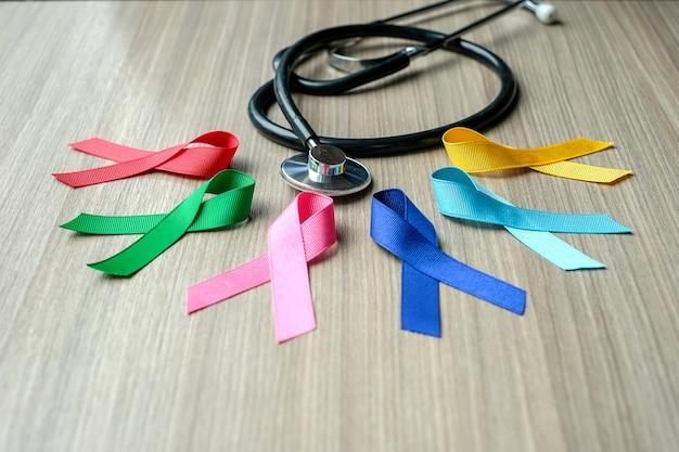 Journée mondiale du cancer (4 février). rubans de sensibilisation colorés; bleu