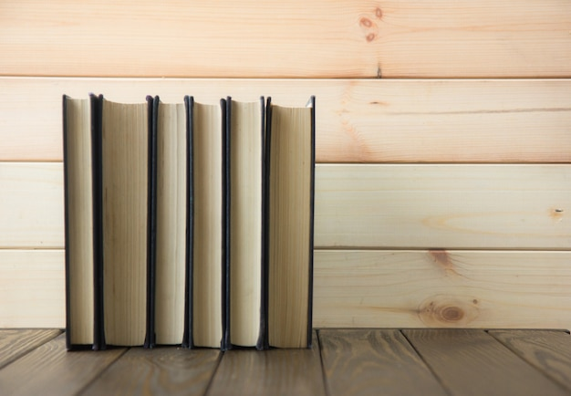 Journée mondiale du livre. pile de livres colorés. contexte de l'éducation. retour à l'école. concept d'entreprise de l'éducation.