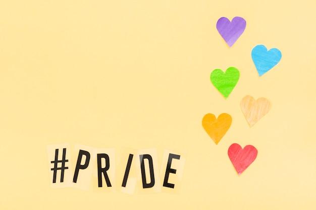 Journée mondiale de la fierté heureuse coeurs de papier découpé