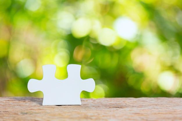 Journée mondiale de l'habitat, gros plan photo d'un morceau de puzzle blanc
