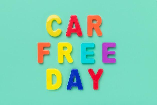 Journée sans voiture de texte multicolore sur fond de menthe