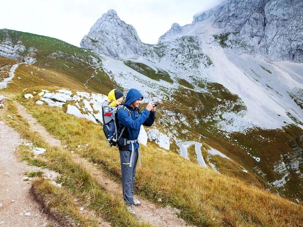 Journée de trekking en famille dans les montagnes parc national des alpes juliennes de mangart slovénie europe