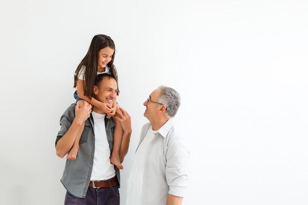 Joyeuse fête des pères. mode de vie familial à la maison.